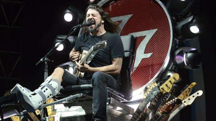 #world - Watch Foo Fighters Play 'Under Pressure' With Queen, Zeppelin Members | @RollingStone Artes & contextos 1401x788 GettyImages 484084742