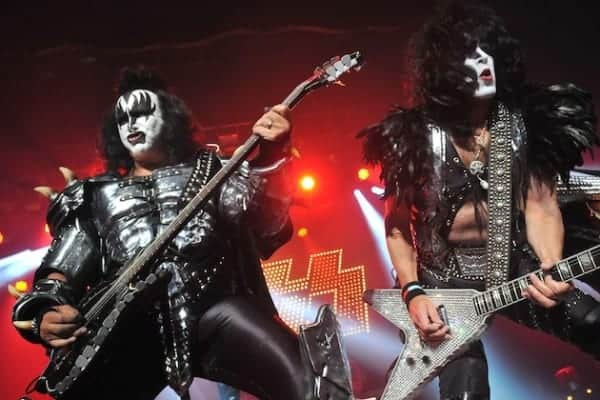 #world - KISS Named Top American Gold Record Earning Band of All Time - @Loudwire Artes & contextos 147831684