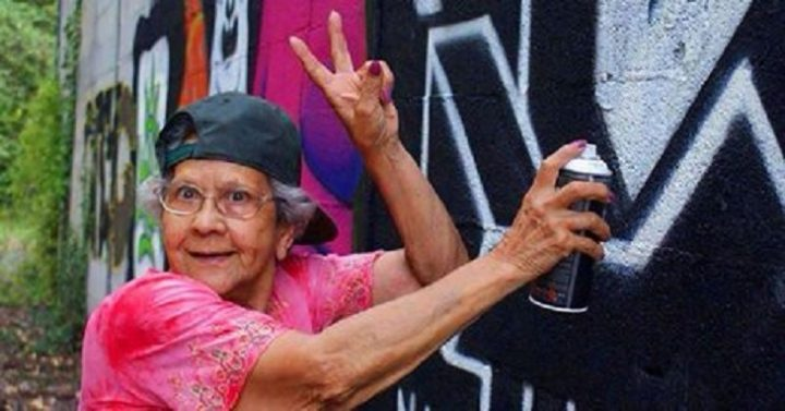 #world - Hip-Hop Has No Age or Geographic Boundaries. These Portuguese Graffiti Grandmothers Are Proof (Video) - @AFH Artes & contextos lata65a