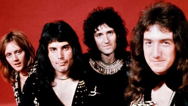 #world - Queen Receive Classic Rock Living Legend Award - @Classic Rock Artes & contextos