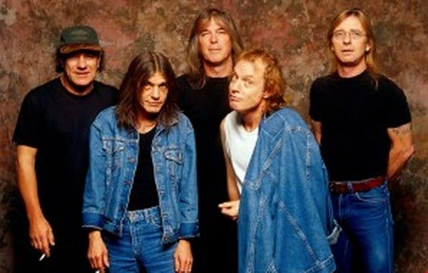 #acdc - 16 Years Ago: AC/DC Bring Back the Grit on 'Stiff Upper Lip' - @Loudwire Artes & contextos ACDC Lowdwire