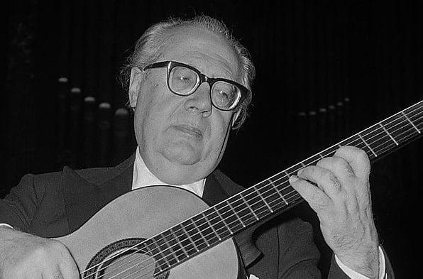 #andressegovia - Legendary Classical Guitarist Andrés Segovia Plays Timeless Pieces by J.S. Bach - @Open Culture Artes & contextos legendary classical guitarist andres segovia plays timeless pieces by j s bach