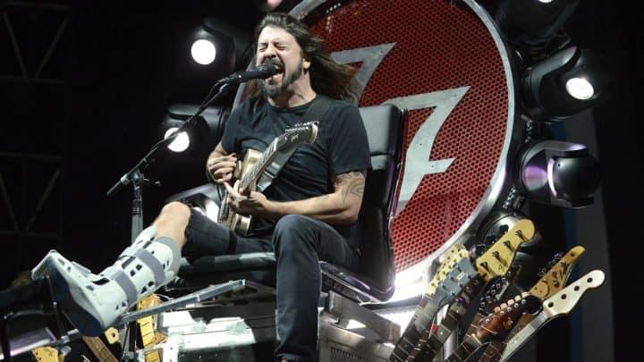 #world - Watch Foo Fighters Play 'Under Pressure' With Queen, Zeppelin Members | @RollingStone Artes & contextos world watch foo fighters play under pressure with queen zeppelin members rollingstone