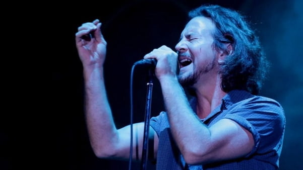 Pearl Jam Play 'Vs.' in Full at South Carolina Concert - @Rolling Stone #pearljam Artes & contextos Eddie Vedder III