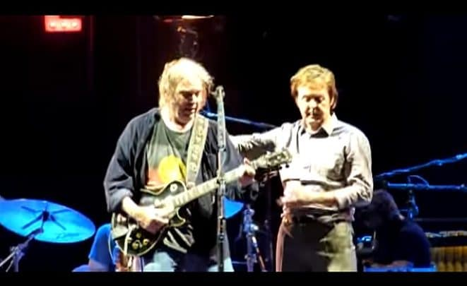 Flashback: Neil Young and Paul McCartney Play 'A Day in the Life' - @Rolling Stone #neilyoung #paulmccartney Artes & contextos Neil Young Paul McCartney