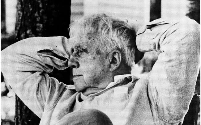 "Hear Robert Frost Read His Most Famous Poems: ""The Road Not Taken,"" ""Mending Wall,"" (...) - @Open Culture Artes & contextos Robert Frost II"