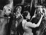 "Father John Misty Writes Lyrics to the ""House of Cards"" Theme - @Pitchfork.com Artes & contextos The Wizard of Oz"