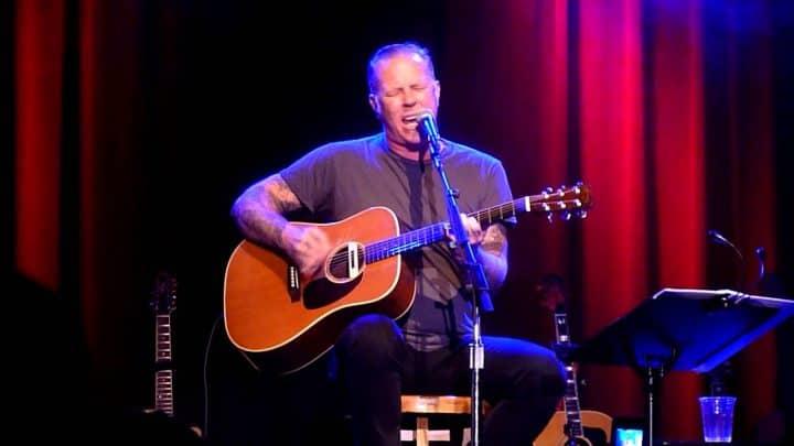 James Hetfield Performs Acoustic Version of Metallica's 'Motorbreath' - @Loudwire Artes & contextos james hetfield performs acoustic version