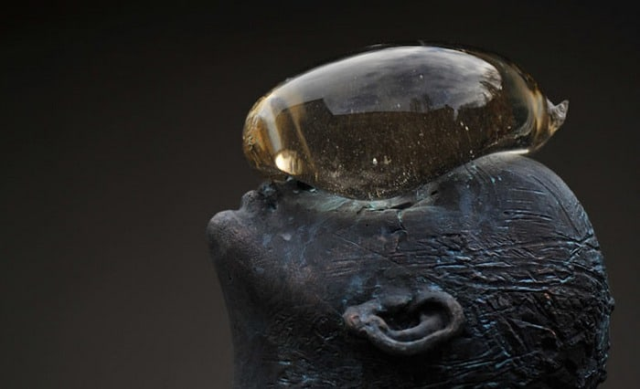 A Giant Glass Raindrop Balances on a Bronze Man's Face in Ukraine - @This is Colossal Artes & contextos A Giant Glass Raindrop