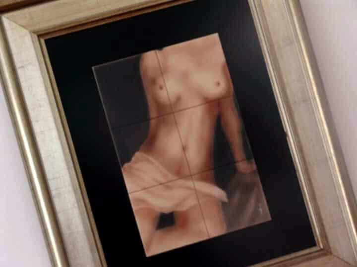 nu-sobre-azulejo