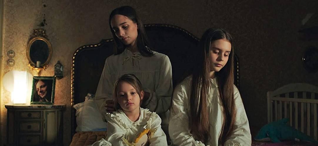 Darkness (Buio)Stella (Denise Tantucci), Luce (Gaia Bocci) e Aria (Olimpia Tosatto)