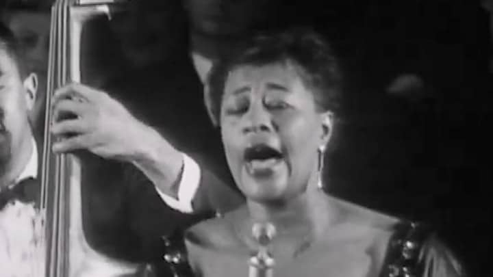 "Ella Fitzgerald imita a voz de Louis Armstrong em ""I Can't Give You Anything But Love, Baby"" Artes & contextos ella fitzgerald imitates louis armstrongs gravelly voice while singing i cant give you anything but love baby"
