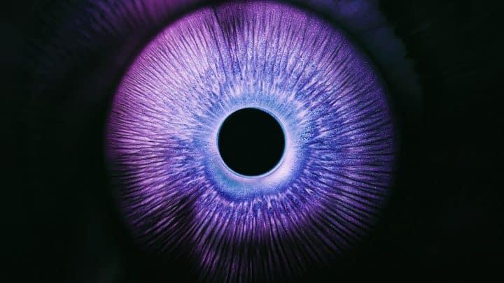 Explosões de Tinta de Rus Khasanov Artes & contextos bursts of inky technicolor liquids mimic human eyes in a short film about optical phenomena