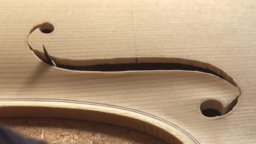 O Porquê dos Furos F dos violinos Artes & contextos F holes